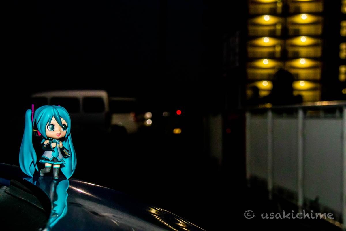 ポートレート撮影の練習 初音ミク(ねんどろいど)@ショッピングモールの駐車場