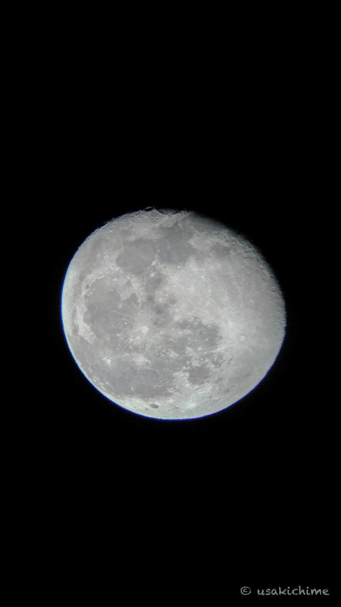 月(ビクセン 天体望遠鏡 ポルタII A80Mfにスマートフォン用カメラアダプターを接続しての撮影)