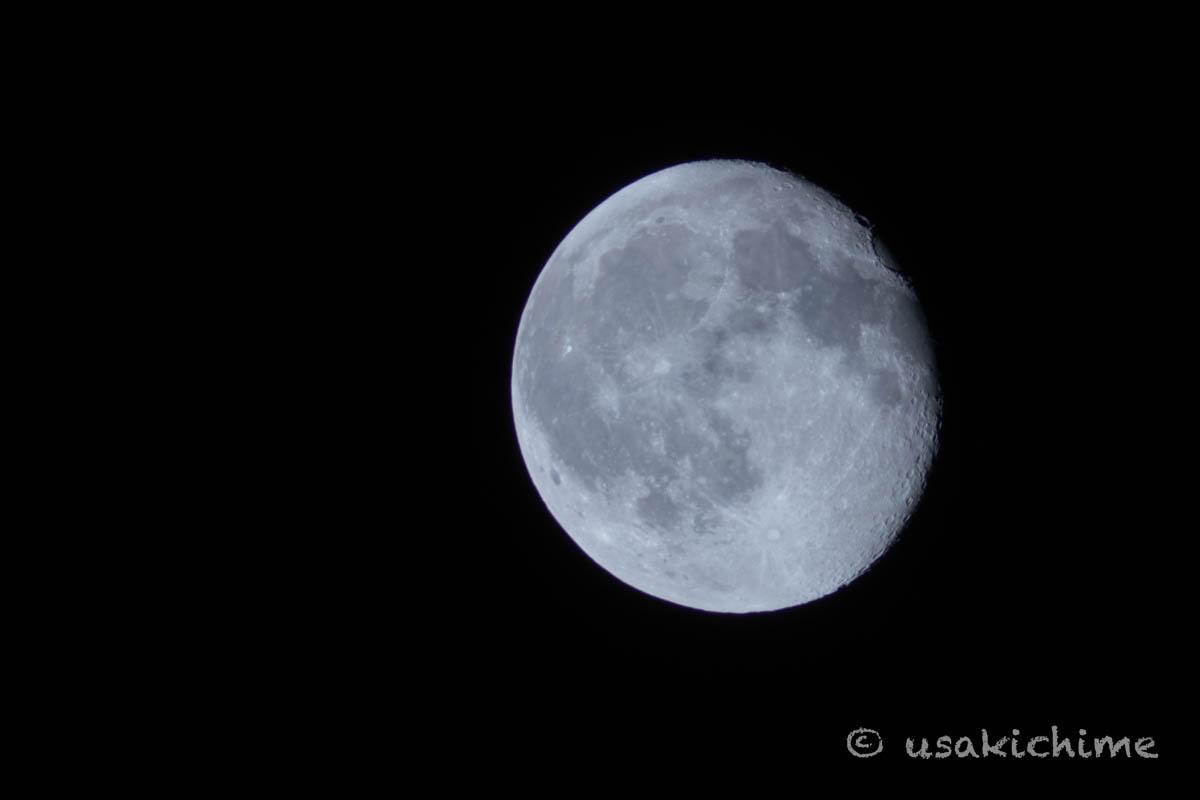 月(ビクセン 天体望遠鏡 ポルタII A80MfにTリング キヤノンEOS甩とミラーレスカメラを接続しての撮影)